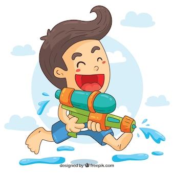 Grappige jongen spelen met water gun automatische waterpistool