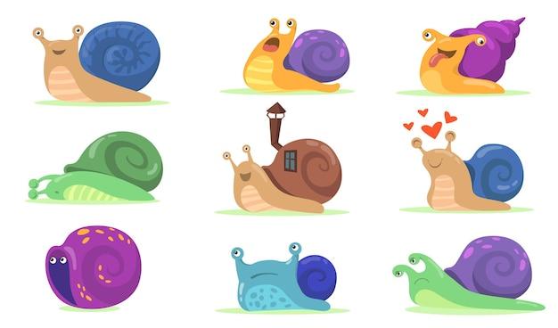 Grappige slak tekens platte set voor webdesign. cartoon snailfish, naaktslak of slak-achtige weekdier met shell huis geïsoleerde vector illustratie collectie. mascotte en dieren concept