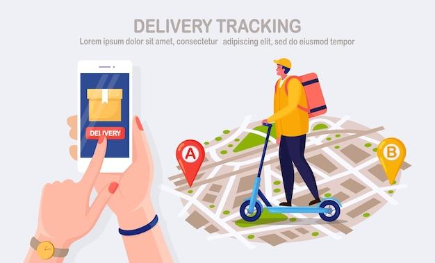 Gratis snelle bezorgservice per step. koerier bezorgt eten bestellen. handgreep telefoon met mobiele app. online pakket volgen. man reist met een pakket op de kaart