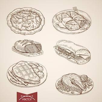 Gravure van vintage hand getrokken pizza, biefstuk, sandwich, vis met groenten, pannenkoeken maaltijd collectie.