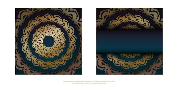 Green gradient greeting flyer met antiek gouden ornament is drukklaar.