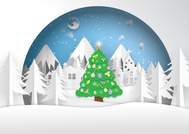 Grenn kerstboom en witte stad, prettige kerstdagen, gelukkig nieuwjaar