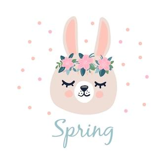 Grijs konijnenhoofdgezicht met gesloten ogen en een krans van bloemen