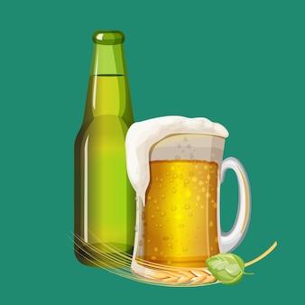 Groene bierfles en schuimige drank in glazen mok