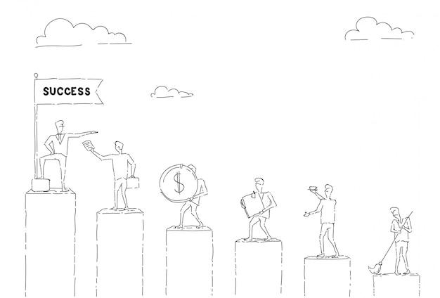 Groep bedrijfsmensen die grafiekbars tot financieel succesconcept lopen