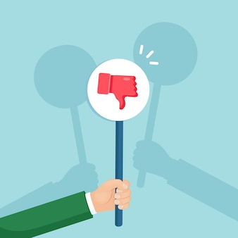 Groep bedrijfsmensen met duim onderaan aanplakbiljet. sociale media. slechte mening, afkeer, afkeuring. getuigenissen, feedback, klantrecensies.