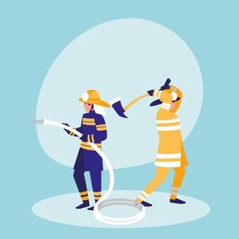 Groep brandweerlieden met slang en bijl