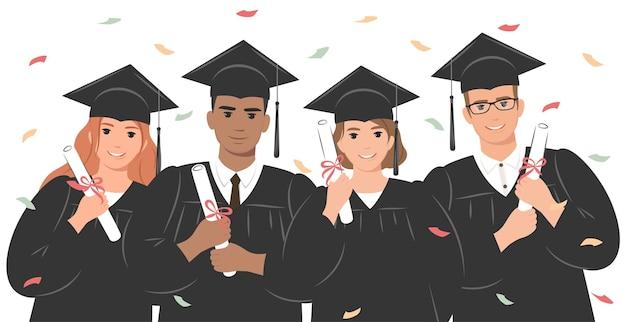 Groep gelukkige afgestudeerden die een academische toga of badjas en een afstudeerpet dragen en een diploma houden
