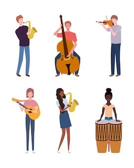 Groep jongeren die muziekinstrumenten spelen