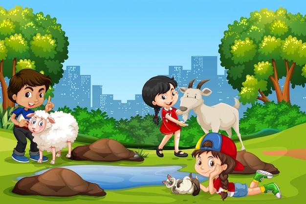 Groep kinderen en dieren in het park