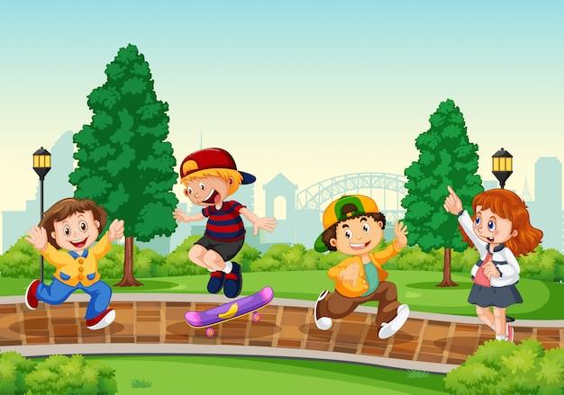 Groep kinderen in het park