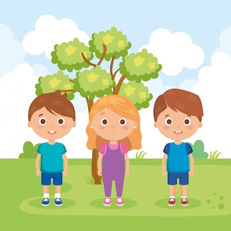 Groep kleine kinderen in de parkkarakters