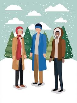Groep mannen in snowscape met winterkleren