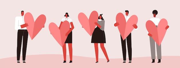 Groep mensen die harten voor valentijnskaartendag houden