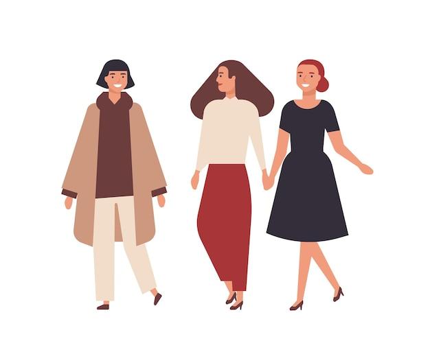 Groep mooie lachende vrouwen gekleed in elegante kleding geïsoleerd op een witte achtergrond. gelukkige vrouwelijke vrienden die samen lopen. portret van schattige stijlvolle meisjes. platte cartoon vectorillustratie.