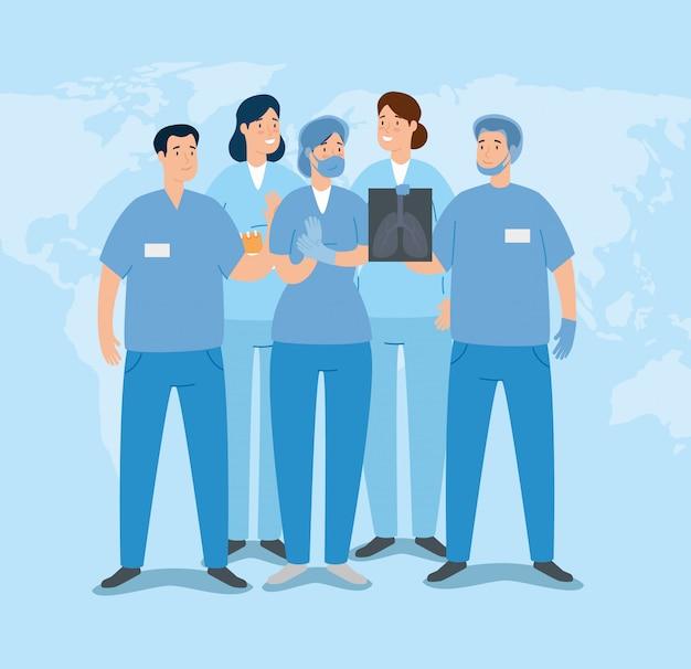 Groep paramedici met x-ray van longen