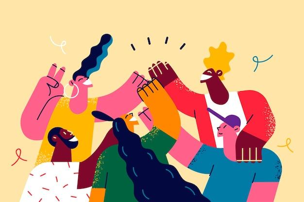 Groep positieve mensen die samen high five doen