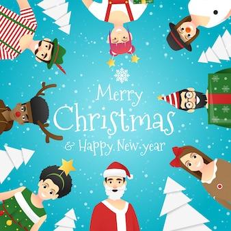 Groep tieners in kerstkostuums christmas greeting