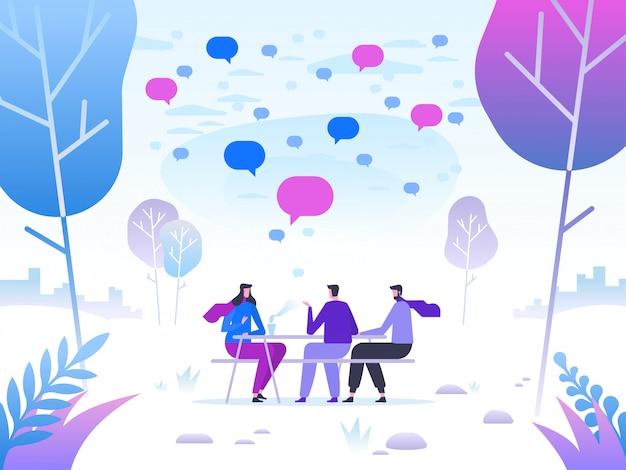 Groep vrienden die het park op mooie de winterdag ontspannen.