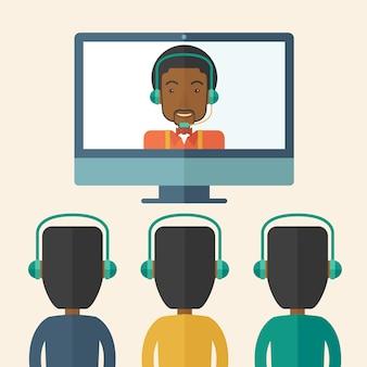 Groep werknemers met zwarte kerel in online bespreking.