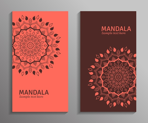 Groet, uitnodigingskaart, flyer in lichte rode en bruine kleuren met mandala-ornament. decoratieve mandala. stijlvol geometrisch patroon in oosterse stijl.