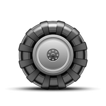 Groot zwart wiel van geïsoleerde tractor