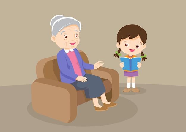 Grootouder met kleinkinderen lezen, de kleinkinderen lezen boeken voor de grootmoeder. grootmoeder en meisje die een boek lezen