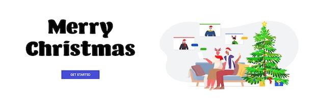 Grootouders in feestelijke hoeden bespreken met kinderen in maskers tijdens videogesprek coronavirus quarantaine concept nieuwjaar kerstvakantie viering banner