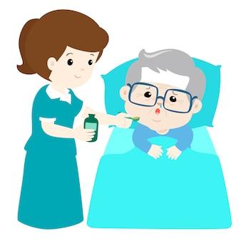 Grootvader medicijnen nemen van verpleegster-assistent met lepel