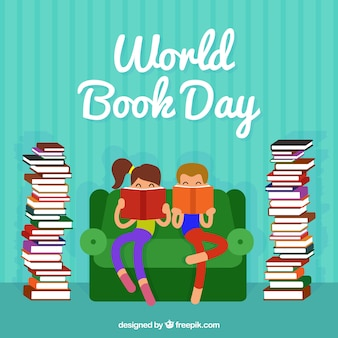Grote achtergrond van de kinderen lezen naast de columns van boeken