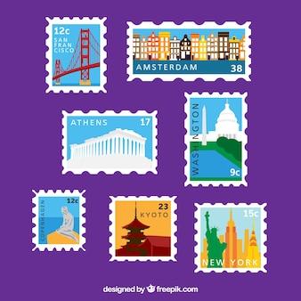 Grote collectie gekleurde postzegels met verschillende steden