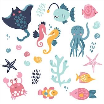 Grote creatieve nautische met mariene inwoners. kwallen, octopus, ramp, clownvis, krab, zeepaardje.