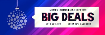 Grote kerst verkoop banner met decoratieve bal ontwerp