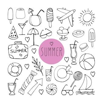 Grote set handgetekende zomerkrabbel met koffer, zonnebril, vliegtuig, cocktails, hoed, reddingslijn, zeilboot en ijs. vector reizen illustraties op witte achtergrond.