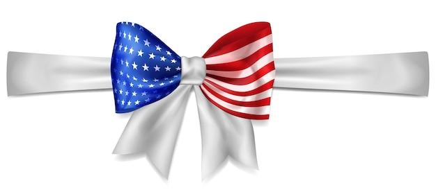 Grote strik gemaakt van lint in kleuren van de amerikaanse vlag met schaduw op witte achtergrond