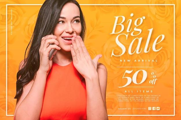 Grote verkoop met geschokte vrouw