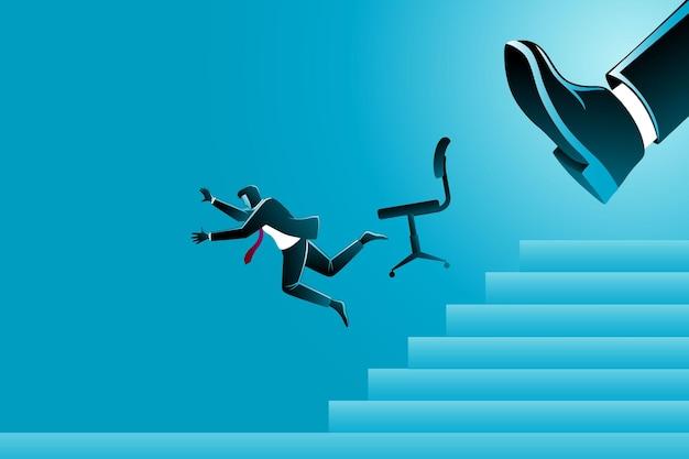 Grote voet schoppen een zakenman met zijn stoel naar beneden vallen van de trap