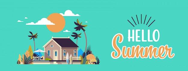Grote zomer villa huis paraplu surfplank zonsondergang palmbomen