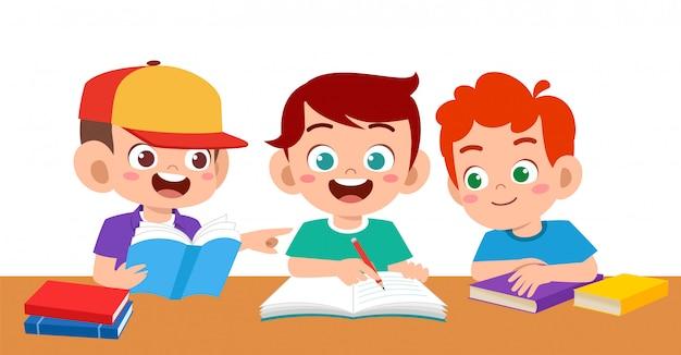Haapy schattige kinderen jongen en meisje studie