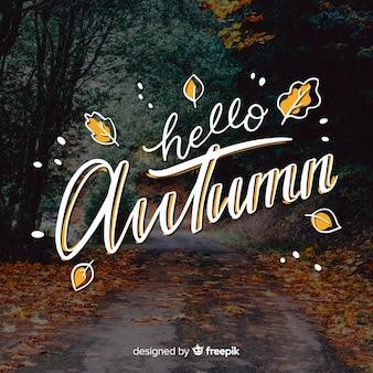 Hallo herfst belettering achtergrond met foto