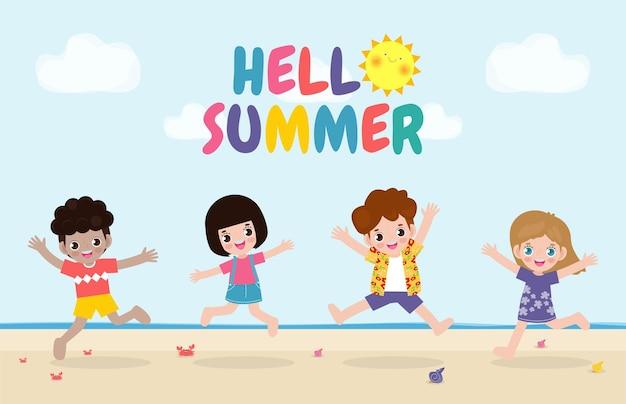 Hallo zomer banner sjabloon groep kinderen springen op het strand zomertijd ontspannen