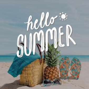 Hallo zomer belettering ananas en slippers