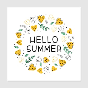 Hallo zomer cartoon platte hand getrokken belettering. zomer strand partij uitnodigingskaart. tropisch fruit, harten en muntblaadjes cliparts. zomer banner, t-shirt, poster concept.