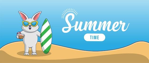 Hallo zomerbanner met het karakterontwerp van de vakantiekonijntjesillustratie