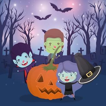 Halloween-scène met kinderen gekostumeerd op de begraafplaats