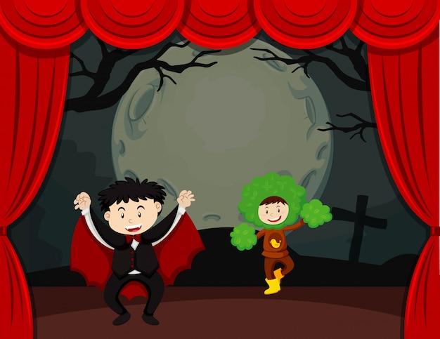 Halloween-thema met kinderen op het podium