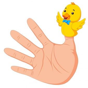 Hand die een eendhandpop draagt op duim
