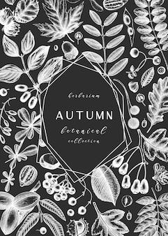 Hand geschetst herfstbladeren op schoolbord. elegante botanische sjabloon met herfstbladeren, bessen, zaden schetsen. perfect voor uitnodiging, kaarten, flyers, menu, label, verpakking.