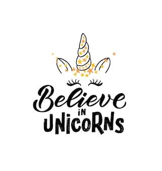 Hand geschetst unicorn vectorillustratie met belettering typografie citaten motiverende citaat eps10
