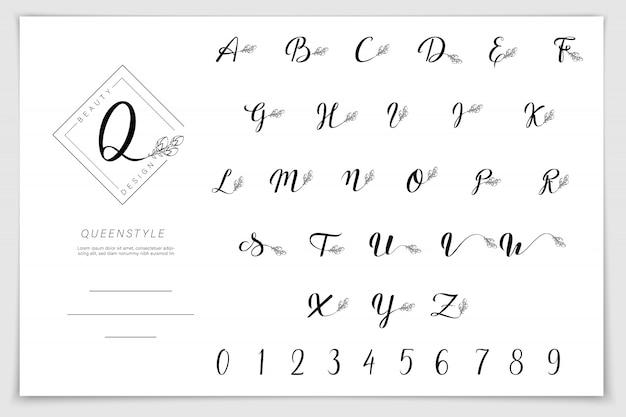 Hand getekend alfabet geschreven met penseel pen